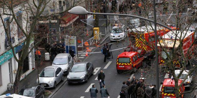 Polícia da França prende sete pessoas após atentado contra revista; principais suspeitos seguem