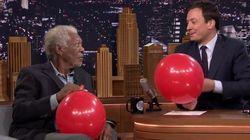 Hilário! Morgan Freeman fala com