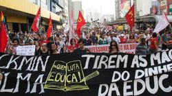 Milhares de professores fecham avenida Paulista e decidem manter