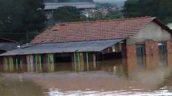 Alagados: chuva afeta mais de 40 mil pessoas no Paraná e Santa