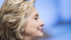 Só dá ela: turnê de biografia mantém Hillary no