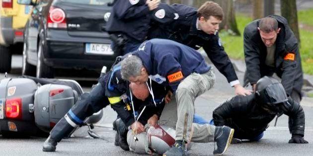 Homem armado faz reféns dentro de mercado em Paris; polícia suspeita que ele tenha matado