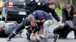 Terror em Paris: Homem armado faz reféns dentro de