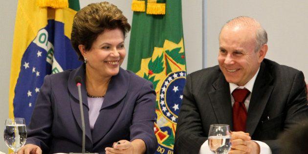 Presidenta Dilma Rousseff e o ministro da Fazenda, Guido Mantega, durante reunião com membros do Fórum...