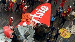 Equipe de busca tira cauda de avião da AirAsia do