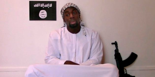 Homem que participou de ataques em Paris aparece em vídeo e declara lealdade ao Estado