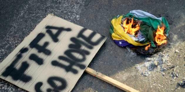 Jornal britânico pede torcida por manifestantes durante a