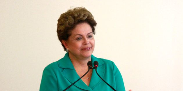 Dilma admite erros na economia, mas defende governo em meio a