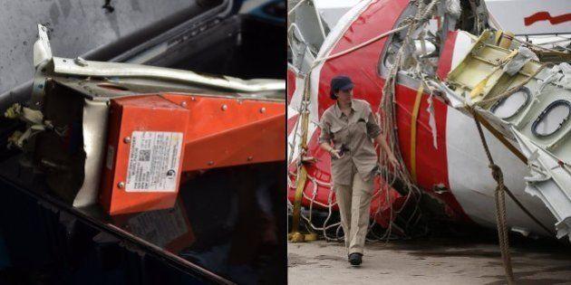 Mergulhadores recuperam caixa-preta de avião da