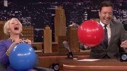 HILÁRIO! Helen Mirren usa gás hélio no programa de Jimmy