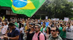 Cerca de mil pessoas protestam contra reeleição de