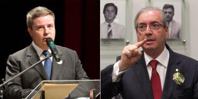 Defesa diz que doleiro Alberto Youssef não conhece Antônio Anastasia nem Eduardo Cunha, que foram citados...