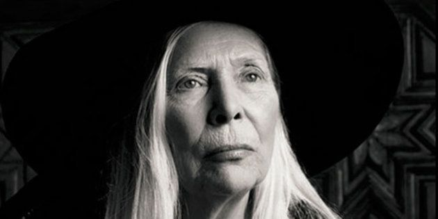 Beleza sem idade: aos 71 anos, Joni Mitchell é o novo rosto da grife francesa Yves Saint Laurent
