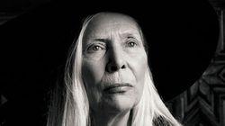 Joni Mitchell, aos 71 anos, é o novo rosto da Yves Saint