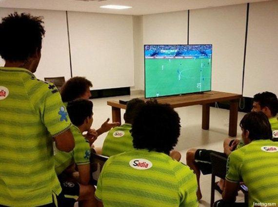 No Instagram, CBF publica foto de jogadores assistindo ao jogo da Inglaterra e Itália na...
