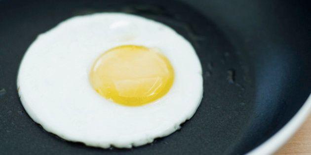 Como fazer um ovo frito ficar redondo e bonito? Nós temos a