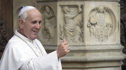 Papa Francisco quebra protocolo em cerimônia de