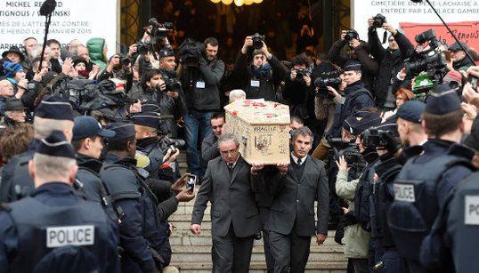 FOTOS: Cartunistas da Charlie Hebdo são enterrados na