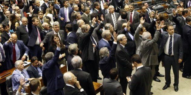 Soma de gastos de campanha de deputados e senadores ultrapassa R$ 1