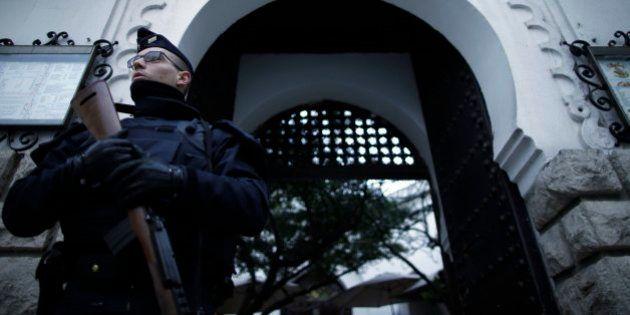 Polícia francesa prende 12 suspeitos de envolvimento com ataques em