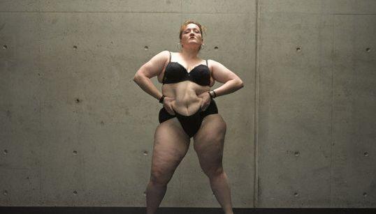 FOTOS: Esta artista 'plus size' quer fazer você repensar o conceito de