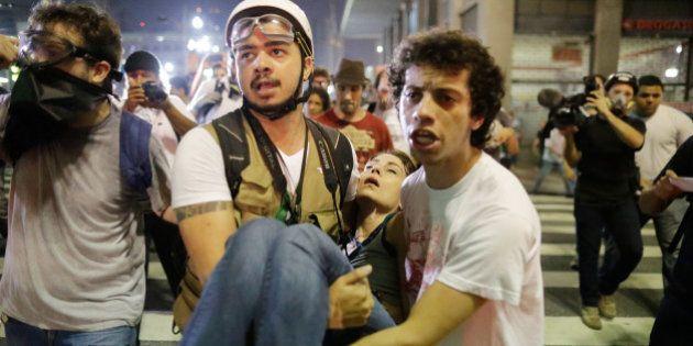 Protesto contra aumento de passagem tem confusão e bombas de gás em São