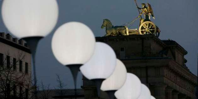Para comemorar o 25º aniversário da queda do Muro, 8.000 balões enfeitam as ruas de