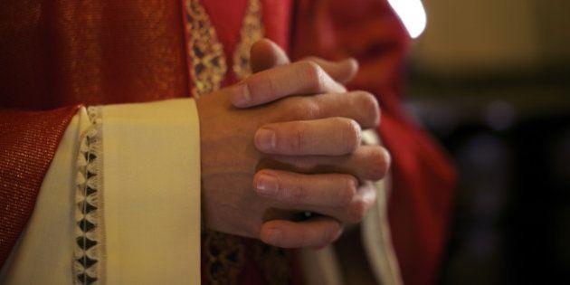 Padre irlandês assume que é gay diante de fiéis – e a reação é