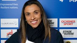 Jogadora Marta faz campanha sobre esporte para