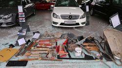 FOTOS: 'Arsenal de guerra' é encontrado em loja alvo de black blocs em
