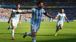 Messi brilha mais uma vez, dá a vitória à Argentina e afasta a zebra