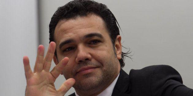 Deputado Marco Feliciano é ameaçado por Twitter e tem site
