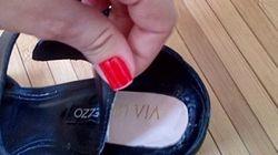 Cliente encontra logotipo da Via Uno escondido em sandália