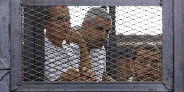 Jornalistas da Al Jazeera são condenados a pena de 7 a 10 anos de prisão no