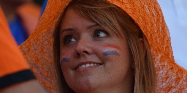 Torcidas de Chile e Holanda garantem o espetáculo... Pelo menos nas arquibancadas