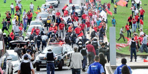 Em ato contra PL da terceirização no DF, manifestantes entram em confronto com a