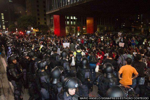 Protesto contra a Copa em SP acaba com confusão e quatro