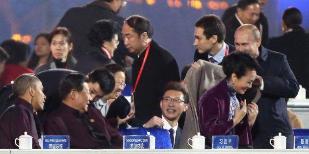 Mídia chinesa censura vídeo em que presidente russo, Valdimir Putin, cobre ombro da primeira-dama da...