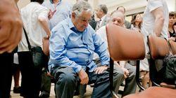 A verdade sobre a foto de Mujica de sandálias em sala de espera de hospital