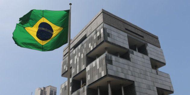 Holanda pune fornecedor da Petrobras em US$ 240 milhões por denúncias de propina em três países, inclusive...