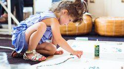 Incrível e fofo – esta garotinha faz moda para uma grande