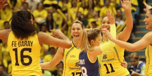 Brasil derrota a Rússia, bicampeã mundial, e se mantém invicto no Grand Prix de vôlei