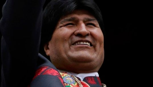 Evo Morales toma posse de terceiro mandato na