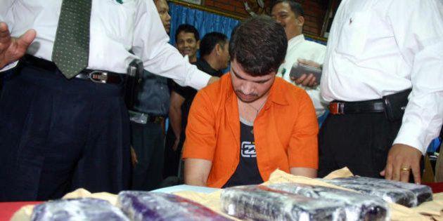 TANGERANG, INDONESIA: Brazilian Rodrigo Gularte (C) is presented to the media along with seized six kilograms...