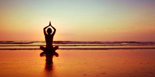Fazer yoga e meditar alteram o corpo no nível celular, sugere