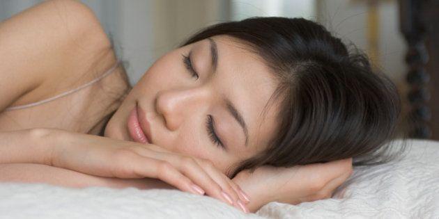 Dormir em ambientes frios pode acelerar metabolismo, combater obesidade e