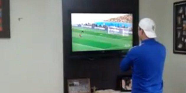 Oitavas de final: no jogo contra o Chile, a paixão deste homem pela Seleção Brasileira custou caro demais