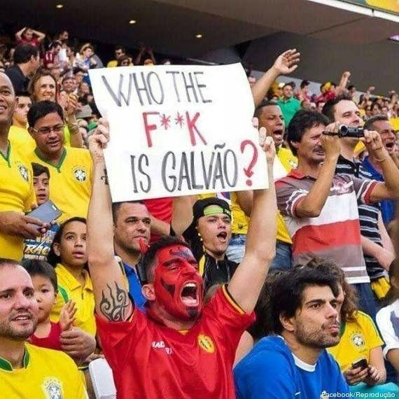 Torcedor da Bélgica leva placa ao estádio perguntando quem é Galvão