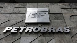 No dia da prisão de mais um ex-diretor, Petrobras promete manter mercado informado de suas