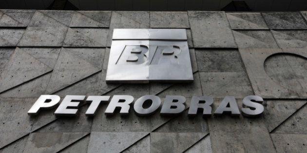 No dia da prisão de mais um ex-diretor, Petrobras avisa que dará informações sobre balanço do 3º trimestre...